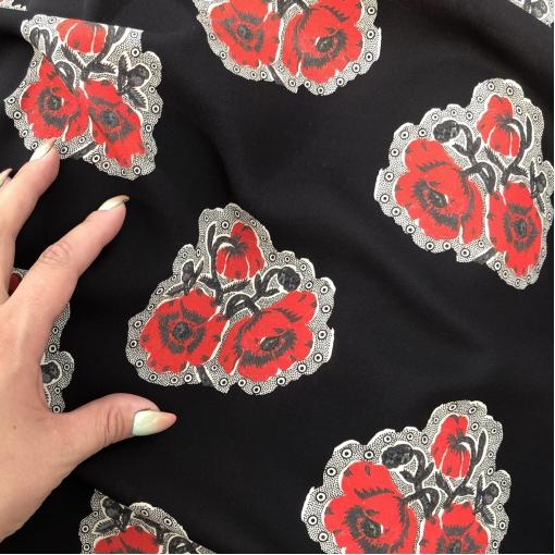 Шелк креповый стрейч принт McQueen стилизованные букетики на черном фоне