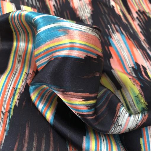 Шелк атласный легкий принт Armani цветные разводы на черном фоне