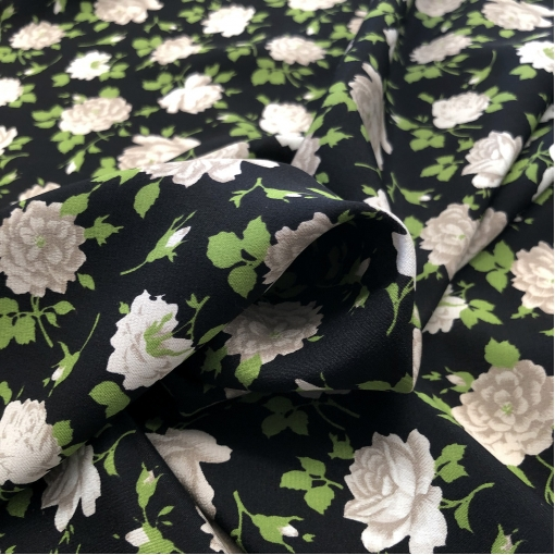 Шелк креповый принт D&G белые розочки на черном фоне