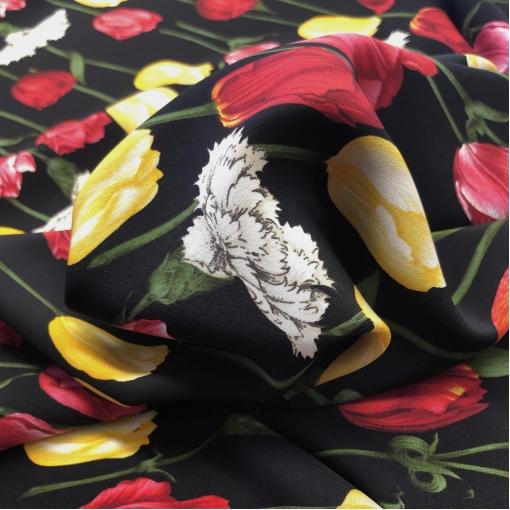 Шелк креповый принт D&G разноцветные тюльпаны на черном фоне