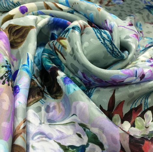 Шелк жаккардовый принт Blumarine цветы на серо-голубом фоне