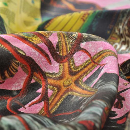 Атласный шелк из коллекции Leitmotiv в тематике путешествий