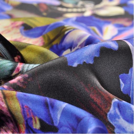 Шелк с цветочным принтом цвета электрик