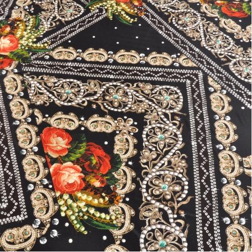 Шелк стрейч с рисунком из красных роз в стиле вышивки и пэчворка