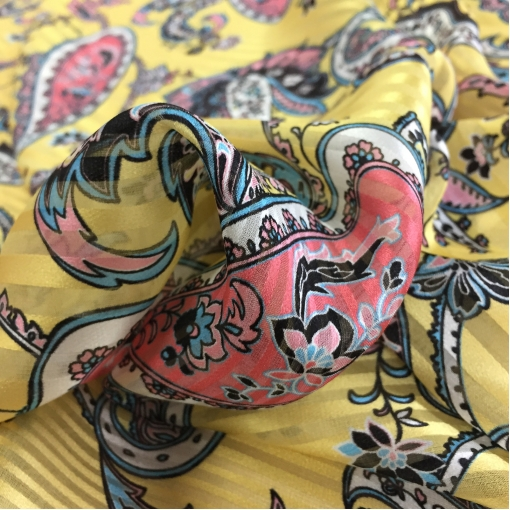 Шелк деворе принт Setarium огурцы и вензеля на золотисто-желтом фоне