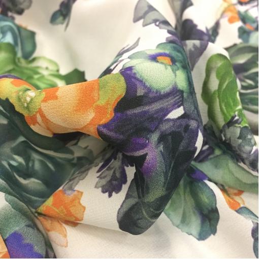 Шелк креп стрейч D&G розы и капуста на молочном фоне