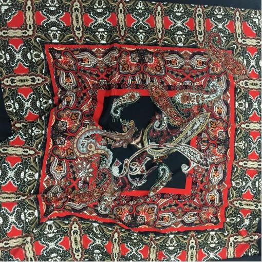 Шелк креповый принт ETRO платок красно-черные огурцы