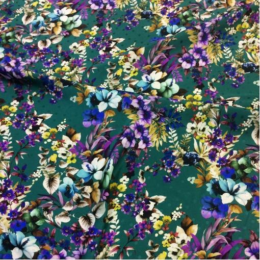Шелк атласный принт Ferragamo сиреневые цветы на зеленом поле
