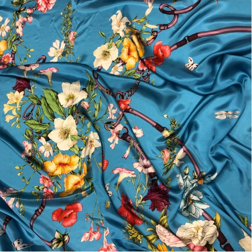 Шелк атласный принт Gucci цветы и ремни на голубом фоне
