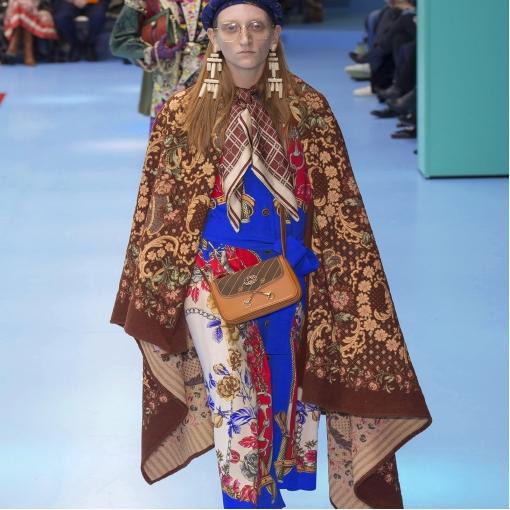 Шелк атласный принт Gucci цветы и бабочки в сине-сиреневых тонах