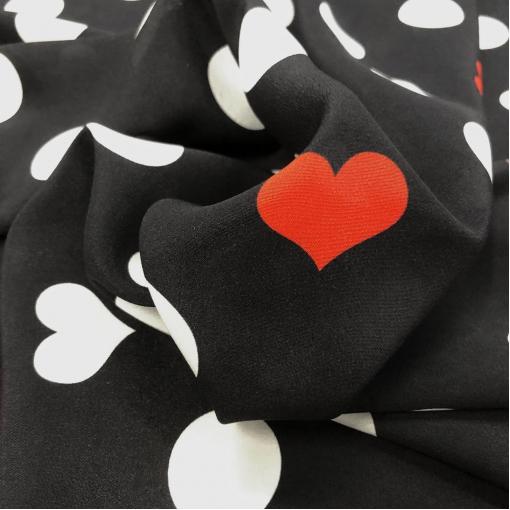 Шелк креповый принт Setarium горох и сердечки на черном фоне