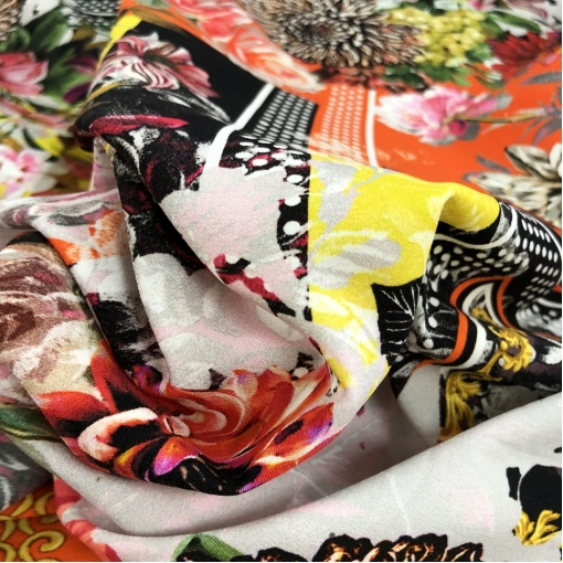 Шелк матовый стрейч принт Versace цветы и геометрия в стиле пэчворк
