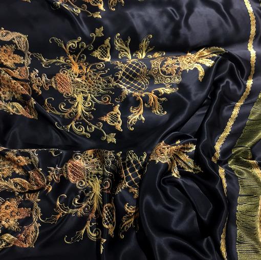 Шелк атлас купон принт Versace золотые вензеля на черном фоне