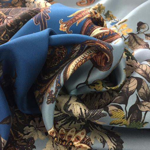 Шелк твил ETRO принт огурцы и вензеля в кофейно-голубых тонах