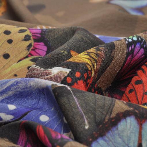 Шелк с атласной изнанкой стрейч с бабочками на коричневом фоне