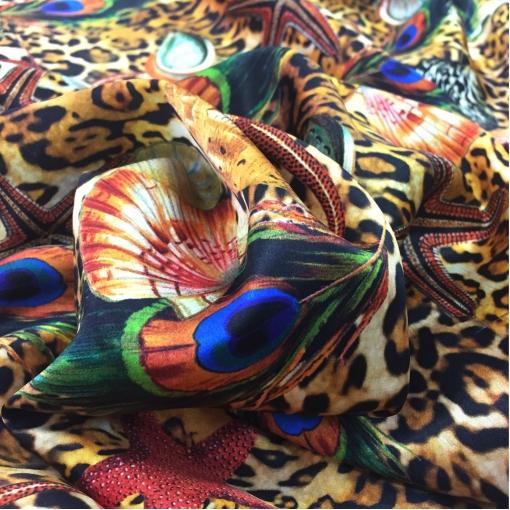 Шелк атлас D&G леопард, ракушки и павлиньи перья