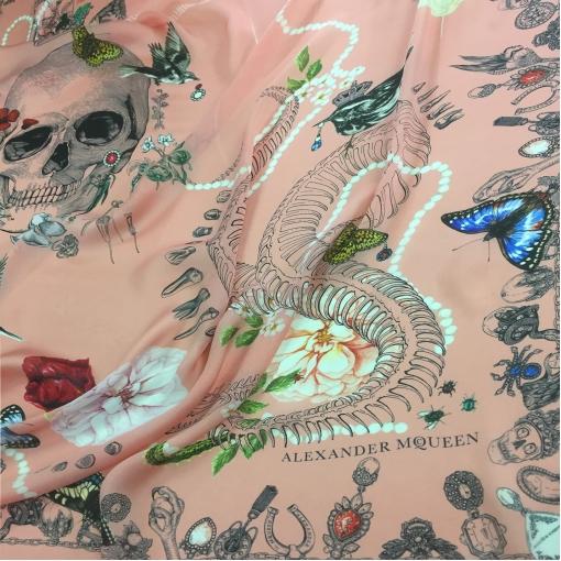 """Шелк креповый принт A.McQueen  купон """"череп"""" на розовом фоне"""