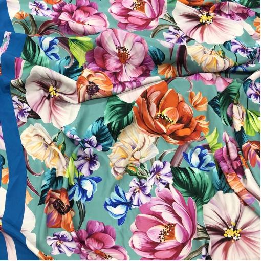 Шелк креповый принт D&G крупные цветы продольный купон на бирюзовом фоне