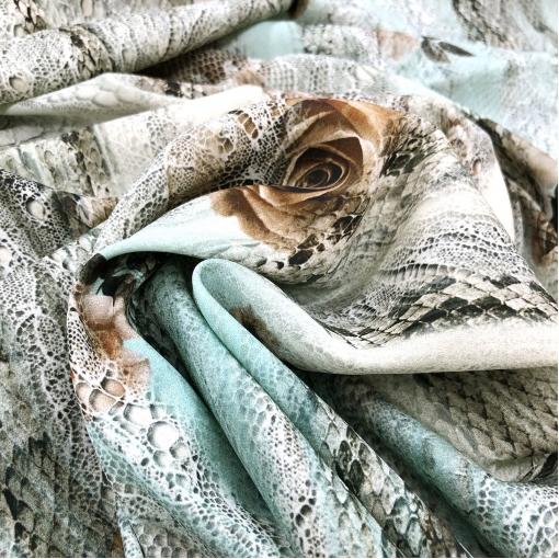 Шелк креповый стрейч принт Kenzo рептилия и кружева на мятном фоне