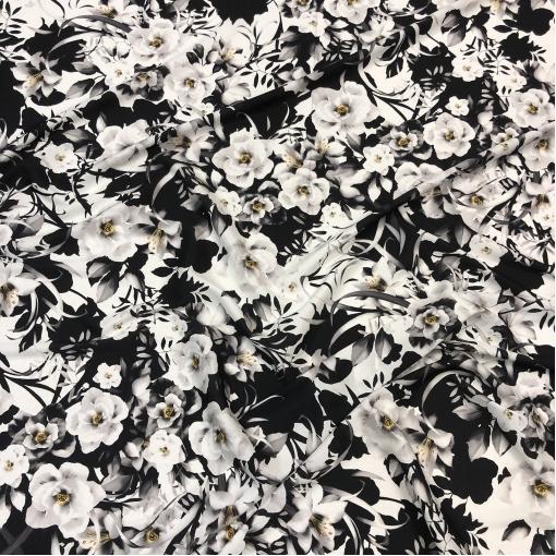 Шелк твил стрейч принт черно-белые цветы