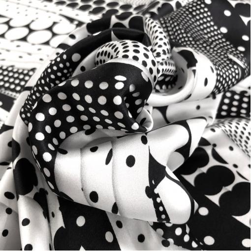 Шелк атласный принт Versace горохи в стиле печворк