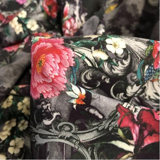 Шелк матовый стрейч принт Ungaro винтажные букеты и вензеля на темно-сером фоне