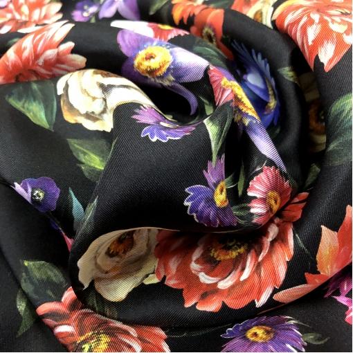 Шелк твил принт Pierre Cardin цветочное ассорти на черном фоне