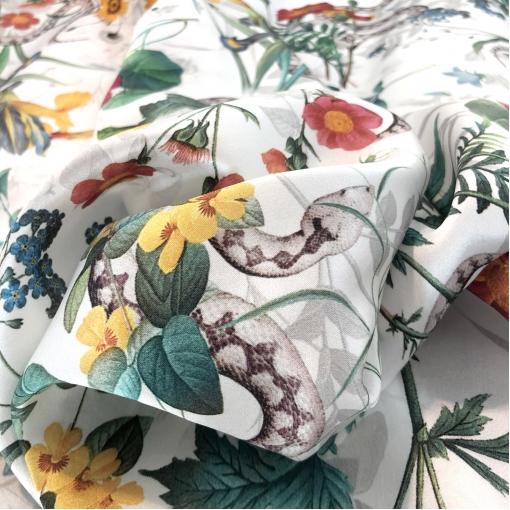 Шелк атласный принт Gucci змейки и полевые цветы