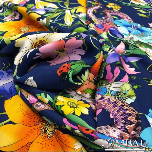Шёлк креповый матовый принт Gucci цветы и змейки на синем фоне