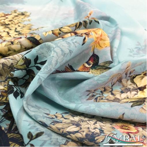 Шёлк креп принт Blumarine продольный купон на пыльно-голубом фоне