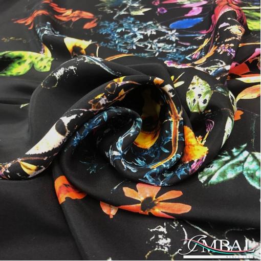 Шёлк атласно-матовый принт Escada купон букет на чёрном