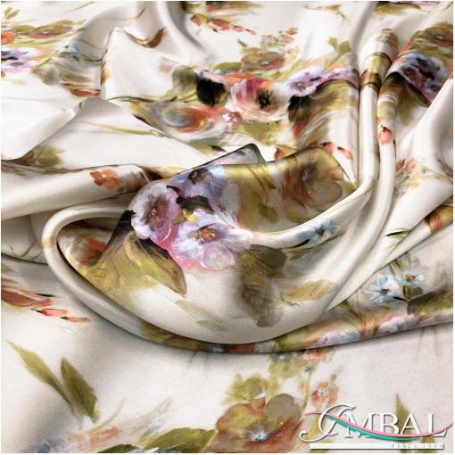 Шелк атласный цветочный дизайн  на фоне цвета айвори