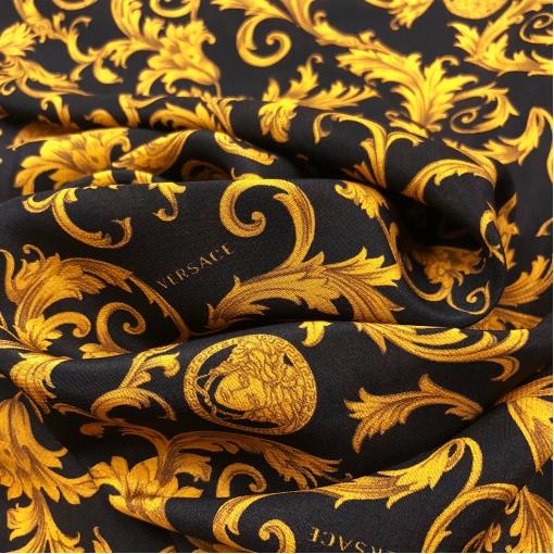 Шелк креповый принт Versace вензеля на черном фоне