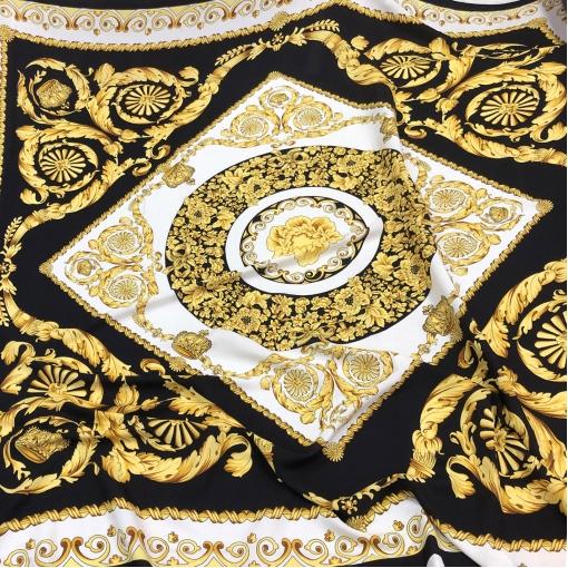 Шелк креповый матовый принт Versace большой платок с коронами на белом фоне