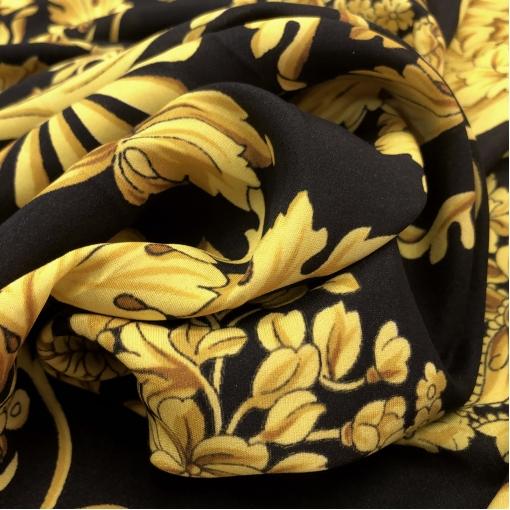 Шелк креповый матовый принт Versace большой платок вензеля на черном фоне