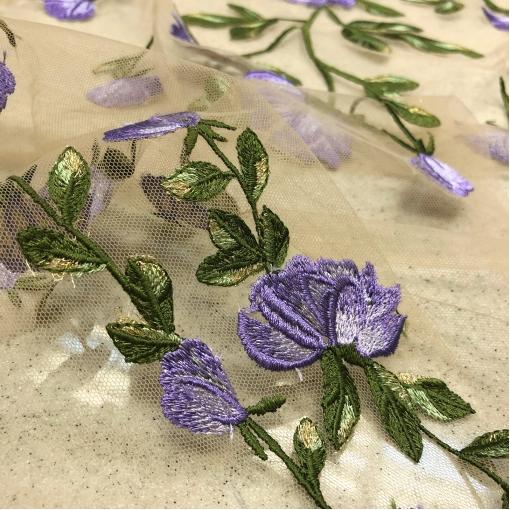 Кружево на сетке Blumarine нежные вышитые сиреневые цветы