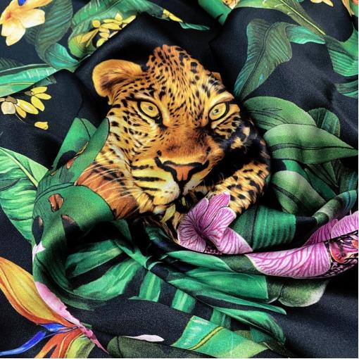 Шелк атласный стрейч принт D&G орхидеи с леопардом на черном фоне