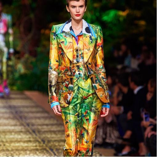Шелк атласный стрейч тропический дизайн D&G на золотистом фоне